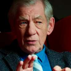 Mckellen-playing-the-part-1523209772