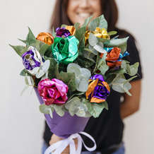 Cadbury-roses-celebrates-the-importance-of-thank-you-s-with-the-launch-of-free-thanks-a-bunch-flower-cart-in-birmingham-1540209290