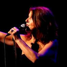 Elkie-brooks-live-in-concert