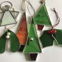 Stained-glass-christmas-decorations-1534934739