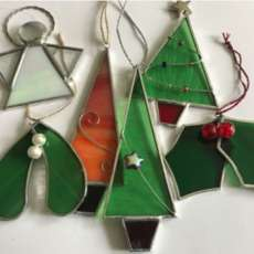 Stained-glass-christmas-decorations-1559146139
